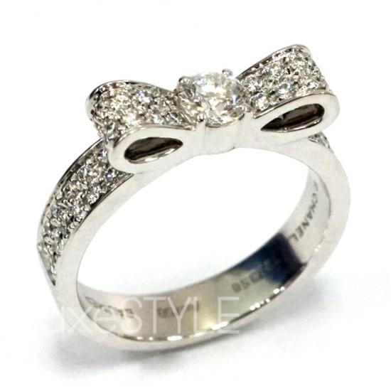 Pre-Loved Chanel Rue Bandeau Ribbon 18K White Gold Diamond Ring